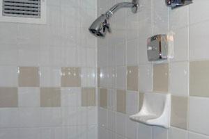 C mo colocar cer micas en las paredes del ba o for Como colocar ceramicos en un bano